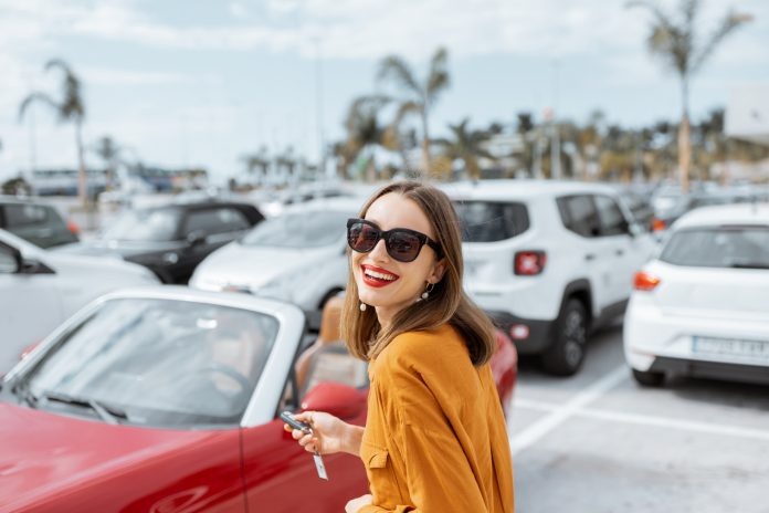 Czy wiek kierowcy wpływa na koszty wynajmu auta?